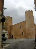 Castello dei Conti di Modica - 25 aprile 2005  - Alcamo (1489 clic)