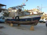 barca - case sul lungomare - 6 aprile 2008   - Marinella di selinunte (800 clic)