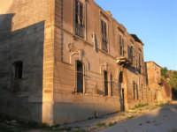 ruderi del paese distrutto dal terremoto del gennaio 1968 - 2 ottobre 2007    - Poggioreale (795 clic)
