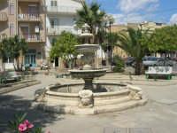 la fontana nei giardini pubblici - 7 settembre 2007  - Realmonte (1715 clic)