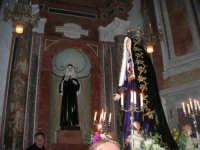 Venerdì Santo: processione del Cristo Morto e dell'Addolorata - all'interno della Chiesa di Sant'Oliva - 21 marzo 2008   - Alcamo (1113 clic)