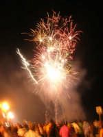spettacolo piromusicale in piazza Bagolino, in occasione dei festeggiamenti in onore di Maria Santissima dei Miracoli, Patrona di Alcamo - 18 giugno 2007   - Alcamo (1195 clic)