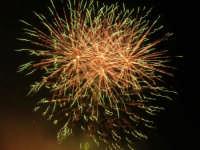 spettacolo piromusicale in piazza Bagolino, in occasione dei festeggiamenti in onore di Maria Santissima dei Miracoli, Patrona di Alcamo - 18 giugno 2007   - Alcamo (1579 clic)