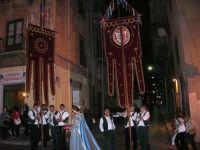 2° Corteo Storico di Santa Rita - Dinanzi la Chiesa S. Antonio - seconda uscita - Dama con i segni della Santa - Stendardieri di Petralia La Suprana - 17 maggio 2008  - Castellammare del golfo (884 clic)