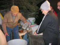 PRESEPE VIVENTE - preparazione della ricotta - I.C. Giovanni Pascoli - 20 dicembre 2008   - Castellammare del golfo (530 clic)