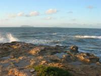 Capo Lilybeo - all'orizzonte le isole Egadi - 1 febbraio 2009   - Marsala (2814 clic)