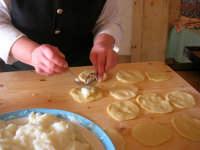 la preparazione delle genovesi - C.da Digerbato - Tenuta Volpara - 21 dicembre 2008   - Marsala (1583 clic)