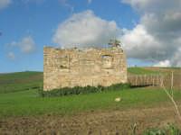 ciò che resta di una vecchia casa di campagna - 9 marzo 2008   - Sambuca di sicilia (1777 clic)