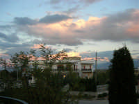 Pomeriggio, guardando verso est, quando il sole sta per tramontare - 10 dicembre 2005  - Alcamo (1603 clic)