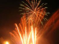spettacolo piromusicale in piazza Bagolino, in occasione dei festeggiamenti in onore di Maria Santissima dei Miracoli, Patrona di Alcamo - 18 giugno 2007   - Alcamo (1241 clic)