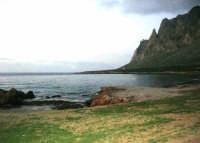 la costa ed il Monte Cofano all'imbrunire - 26 dicembre 2007  - Cornino (1512 clic)