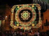 illuminazione straordinaria in piazza Ciullo, in occasione dei festeggiamenti in onore di Maria Santissima dei Miracoli, Patrona di Alcamo - 18 giugno 2007   - Alcamo (1103 clic)