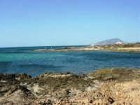 C/da Birgi Novo - scogliera, mare e costa - all'orizzonte il monte Erice - 25 maggio 2008  - Marsala (1328 clic)