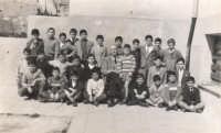 una classe di scuola elementare con il maestro Marrocco nel plesso Orto di Ballo - fine anni cinquanta  - Alcamo (6767 clic)