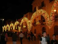 illuminazione straordinaria in piazza Ciullo, in occasione dei festeggiamenti in onore di Maria Santissima dei Miracoli, Patrona di Alcamo - 18 giugno 2007   - Alcamo (1174 clic)