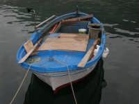 piccola barca di pescatori - 17 aprile 2006  - Castellammare del golfo (1292 clic)