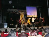 Rassegna musicale giovani autori Omaggio a De André: KAIORDA di Palermo e MARCOSBANDA di Roma salutano alla fine dello spettacolo - Teatro Cielo d'Alcamo - 11 febbraio 2006   - Alcamo (1343 clic)