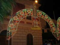 illuminazione straordinaria in piazza Ciullo, in occasione dei festeggiamenti in onore di Maria Santissima dei Miracoli, Patrona di Alcamo - 18 giugno 2007   - Alcamo (1119 clic)