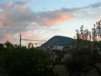 Pomeriggio, guardando verso sud, quando il sole sta per tramontare - 10 dicembre 2005  - Alcamo (1460 clic)