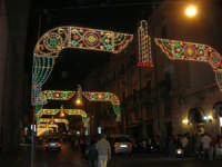illuminazione straordinaria nel corso 6 Aprile, in occasione dei festeggiamenti in onore di Maria Santissima dei Miracoli, Patrona di Alcamo - 18 giugno 2007   - Alcamo (1332 clic)