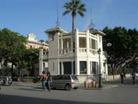 chiosco nei pressi del porto - 25 maggio 2008  - Trapani (1016 clic)