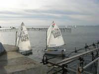 piccoli velisti rientrano dopo una gara - 17 febbraio 2007   - Marsala (1995 clic)