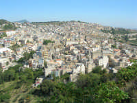 la città vista dalla rupe - 4 ottobre 2007  - Calatafimi segesta (800 clic)