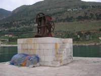 al porto - 17 aprile 2006  - Castellammare del golfo (1062 clic)