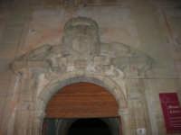 Museo di Arte Sacra - particolare del portone d'ingresso - 2 gennaio 2009   - Salemi (2707 clic)