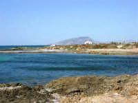 C/da Birgi Novo - scogliera, mare e costa - all'orizzonte il monte Erice - 25 maggio 2008  - Marsala (1119 clic)