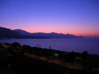 panorama del golfo di Castellammare, lato ovest, al crepuscolo - 5 agosto 2008    - Alcamo marina (870 clic)