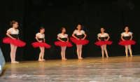 presso il Teatro Cielo d'Alcamo, il Saggio di danza, diretto da Rosanna Stabile - ARTE LIBERA - I Colori del mondo: LA PACE (foto 1)- 16 GIUGNO 2007  - Alcamo (1187 clic)