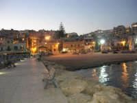 si fa sera: le luci si accendono - 1 agosto 2007  - Marinella di selinunte (4008 clic)