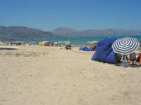 domenica: la spiaggia si colora - 16 luglio 2007  - Alcamo marina (873 clic)