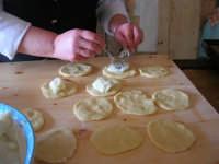 la preparazione delle genovesi - C.da Digerbato - Tenuta Volpara - 21 dicembre 2008   - Marsala (1460 clic)