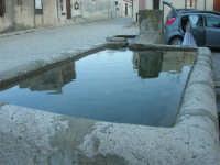 la fontana nella piazzetta - 8 maggio 2007  - Scopello (797 clic)