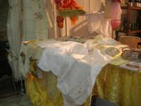Cous Cous Fest 2007 - Expo Village - itinerario alla scoperta dell'artigianato, del turismo, dell'agroalimentare siciliano e dei Paesi del Mediterraneo - Strada del Vino Alcamo D.O.C.: pizzi e ricami - 28 settembre 2007   - San vito lo capo (627 clic)