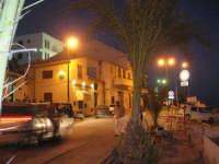 si fa sera: le luci si accendono - lungomare - 1 agosto 2007  - Marinella di selinunte (3398 clic)