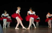 presso il Teatro Cielo d'Alcamo, il Saggio di danza, diretto da Rosanna Stabile - ARTE LIBERA - I Colori del mondo: LA PACE (foto 8)- 16 GIUGNO 2007  - Alcamo (963 clic)