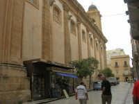Via Garibaldi: facciata laterale della Chiesa Madre - 24 settembre 2007  - Marsala (1009 clic)