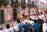 Festeggiamenti in onore di Maria Santissima dei Miracoli - Corse dei cavalli: corso VI Aprile (Corso Stretto, dinanzi l'ufficio postale) - giugno 1982  - Alcamo (2418 clic)