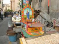 Festa di li Schietti - particolare di bancarella dei semi e frutta secca - 23 marzo 2008   - Terrasini (2396 clic)