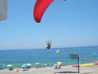 Villaggio Turistico Capo Calavà: parapendio - 23 luglio 2006  - Gioiosa marea (2565 clic)