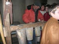 Presepe Vivente animato da alunni dell'Istituto Comprensivo G. Pascoli, con la partecipazione di un fabbro (89) - 22 dicembre 2007   - Castellammare del golfo (574 clic)