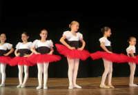 presso il Teatro Cielo d'Alcamo, il Saggio di danza, diretto da Rosanna Stabile - ARTE LIBERA - I Colori del mondo: LA PACE (foto 12)- 16 GIUGNO 2007  - Alcamo (1053 clic)