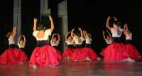 presso il Teatro Cielo d'Alcamo, il Saggio di danza, diretto da Rosanna Stabile - ARTE LIBERA - I Colori del mondo: LA PACE (foto 13)- 16 GIUGNO 2007  - Alcamo (1043 clic)