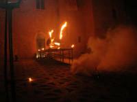 Festeggiamenti Maria SS. dei Miracoli - La Festa del Paradiso - L'Assalto al Castello - Piazza Castello - 20 giugno 2008  - Alcamo (584 clic)