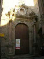 il portone della Chiesa di San Pietro - sec. XIV - XVIII - 6 luglio 2007  - Erice (1032 clic)