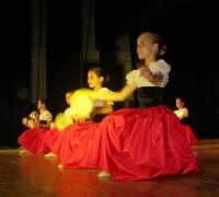 presso il Teatro Cielo d'Alcamo, il Saggio di danza, diretto da Rosanna Stabile - ARTE LIBERA - I Colori del mondo: LA PACE (foto 15)- 16 GIUGNO 2007  - Alcamo (1064 clic)