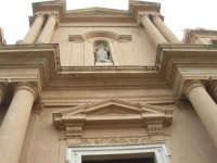 particolare della facciata della Chiesa Madre Maria SS. delle Grazie - 23 marzo 2008   - Terrasini (1102 clic)